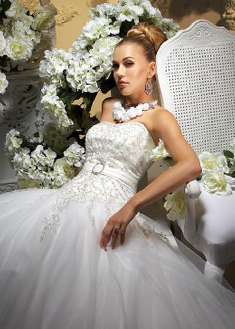 ... Besonders für kleine Frauen ist diese Brautkleid Form ideal. Picture