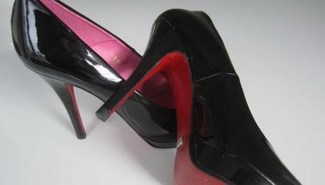 pumps schwarz rote sohle. Black Bedroom Furniture Sets. Home Design Ideas