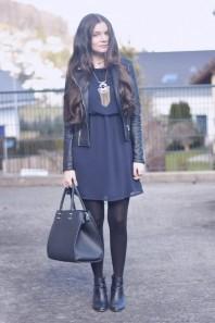 Dunkelblaues kleid kombinieren