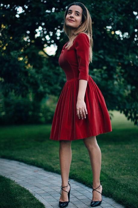 Kleid samt rot