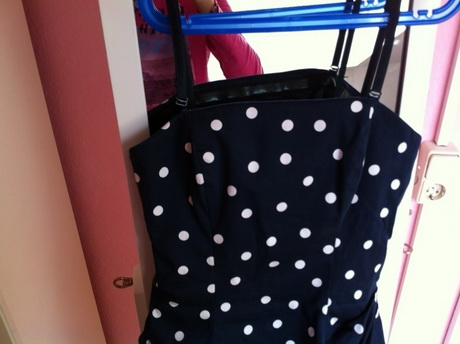 blaues kleid mit wei en punkten. Black Bedroom Furniture Sets. Home Design Ideas