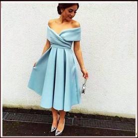 Blaues kleid rückenausschnitt