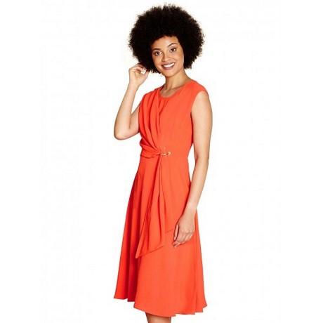 Kleid mit ausschnitt am rücken