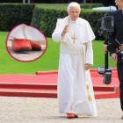 Papst rote schuhe